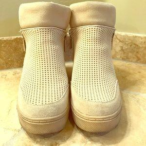 Steve Madden Leroy Wedge Sneaker in Tan Size 8.5